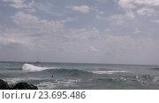 Купить «Волны Атлантического океана. Остров Тенерифе», видеоролик № 23695486, снято 22 февраля 2019 г. (c) Сергей Громыко / Фотобанк Лори