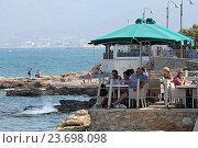 Купить «Кафе на краю берега. Крит. Греция», фото № 23698098, снято 15 сентября 2016 г. (c) Алексей Сварцов / Фотобанк Лори