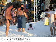 Купить «Пенная вечеринка на пляже Star Beach. Крит. Греция», фото № 23698122, снято 16 сентября 2016 г. (c) Алексей Сварцов / Фотобанк Лори