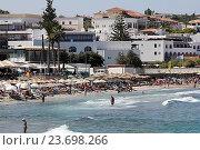 Купить «Пляж с шезлонгами на побережье острова Крит, Греция», фото № 23698266, снято 17 сентября 2016 г. (c) Алексей Сварцов / Фотобанк Лори