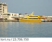 Купить «Морской порт в Ялте», эксклюзивное фото № 23706150, снято 20 июня 2018 г. (c) Михаил Карташов / Фотобанк Лори