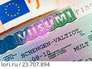Шенгенская виза Финляндии на странице паспорта, крупным планом. Стоковое фото, фотограф Куликов Константин / Фотобанк Лори