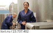 Купить «worker woman standing indoors on wine manufacturing», видеоролик № 23737402, снято 7 сентября 2016 г. (c) Яков Филимонов / Фотобанк Лори