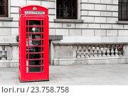 Купить «Famous Red London Telephone Box», фото № 23758758, снято 18 февраля 2019 г. (c) age Fotostock / Фотобанк Лори