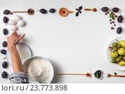 Купить «Приготовление ягодного пирога, фон», фото № 23773898, снято 15 августа 2016 г. (c) Ярослав Данильченко / Фотобанк Лори