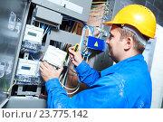 Купить «Electrician installing energy saving meter», фото № 23775142, снято 19 августа 2016 г. (c) Дмитрий Калиновский / Фотобанк Лори