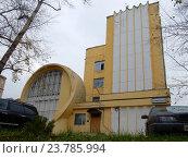 Купить ««Гараж Госплана» – памятник архитектуры, построен в 1936 году. Авиамоторная улица, 63, строение 1. Район Лефортово. Москва», эксклюзивное фото № 23785994, снято 12 октября 2016 г. (c) lana1501 / Фотобанк Лори