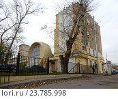 Купить ««Гараж Госплана» – памятник архитектуры, построен в 1936 году. Авиамоторная улица, 63, строение 1. Район Лефортово. Москва», эксклюзивное фото № 23785998, снято 12 октября 2016 г. (c) lana1501 / Фотобанк Лори