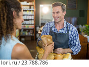 Купить «Smiling male staff giving packed bread to woman», фото № 23788786, снято 17 мая 2016 г. (c) Wavebreak Media / Фотобанк Лори
