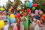 Костюмированное шествие детей с цветными воздушными шарами на фестивале цветов. Самара, фото № 23813054, снято 30 июля 2016 г. (c) Акиньшин Владимир / Фотобанк Лори