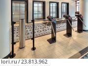 Купить «Турникеты на проходной офисного здания, пропускной режим», фото № 23813962, снято 23 февраля 2013 г. (c) Игорь Долгов / Фотобанк Лори