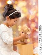 Купить «happy little girl with gift box and teddy bear», фото № 23815986, снято 25 августа 2013 г. (c) Syda Productions / Фотобанк Лори