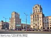 Здания-башни на Привокзальной площади в Минске, Беларусь (2016 год). Редакционное фото, фотограф Владимир Сорокин / Фотобанк Лори