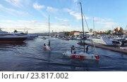 Купить «Национальная парусная лига, спортивные яхты в акватории морского порта Сочи», видеоролик № 23817002, снято 15 октября 2016 г. (c) DiS / Фотобанк Лори