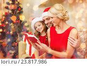 Купить «smiling family reading book», фото № 23817986, снято 26 октября 2013 г. (c) Syda Productions / Фотобанк Лори