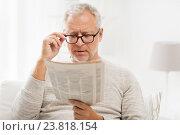 Купить «senior man in glasses reading newspaper at home», фото № 23818154, снято 7 июля 2016 г. (c) Syda Productions / Фотобанк Лори