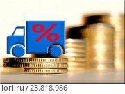 Aвтомобиль и красный знак процента на фоне денег. Стоковое фото, фотограф Сергеев Валерий / Фотобанк Лори