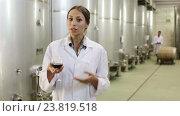 Купить «woman in uniform looking at wine sample in glass», видеоролик № 23819518, снято 7 сентября 2016 г. (c) Яков Филимонов / Фотобанк Лори