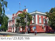 Купить «Здание городской администрации в Барнауле в августе», фото № 23820166, снято 12 ноября 2019 г. (c) Овчинникова Ирина / Фотобанк Лори