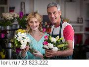 Купить «Smiling florists holding bunch of flowers in flower shop», фото № 23823222, снято 17 апреля 2016 г. (c) Wavebreak Media / Фотобанк Лори