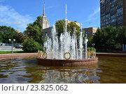 Купить «Фонтан на Украинском бульваре. Район Дорогомилово. Москва», эксклюзивное фото № 23825062, снято 31 июля 2016 г. (c) lana1501 / Фотобанк Лори