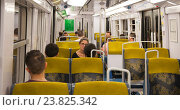 Пассажиры парижского метро (2016 год). Редакционное фото, фотограф Елена Поминова / Фотобанк Лори