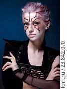 Творческий портрет девушки на синем фоне. С цветными волосами. Стоковое фото, фотограф Вячеслав Чернявский / Фотобанк Лори