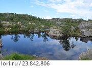 Горное норвежское озеро. Стоковое фото, фотограф Юлия Алексеева / Фотобанк Лори