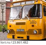 Купить «Желтый пассажирский автобус ЛиАЗ-677 на выставке ретро автобусов», фото № 23861482, снято 17 сентября 2016 г. (c) Андрей Липинский / Фотобанк Лори