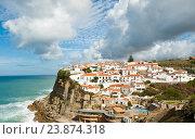 Вид на город Azenhas do Mar в солнечный день. Португалия (2016 год). Стоковое фото, фотограф E. O. / Фотобанк Лори