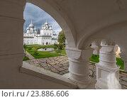 Купить «Вид на центральный двор Ростовского кремля», фото № 23886606, снято 13 сентября 2016 г. (c) Николай Сачков / Фотобанк Лори