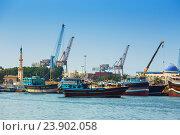 Купить «Шарджа, порт», фото № 23902058, снято 29 октября 2013 г. (c) Олег Жуков / Фотобанк Лори