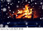 Купить «close up of firewood burning in fireplace and snow», фото № 23921818, снято 16 октября 2015 г. (c) Syda Productions / Фотобанк Лори