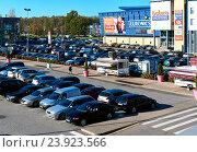 Купить «Автомобили на парковке», фото № 23923566, снято 17 октября 2016 г. (c) Alexander Tihonovs / Фотобанк Лори