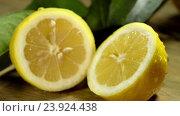 Купить «Lemon cut in half under water drops.», видеоролик № 23924438, снято 22 октября 2016 г. (c) Gennadiy Poznyakov / Фотобанк Лори