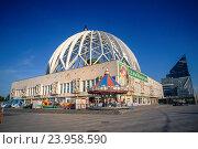 Купить «Circus building in Ekaterinburg.», фото № 23958590, снято 9 июля 2016 г. (c) age Fotostock / Фотобанк Лори