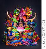 Купить «Молодые девушки в красочных карнавальных костюмах с перьями на темном фоне», фото № 23971462, снято 24 января 2015 г. (c) Евгений Захаров / Фотобанк Лори