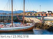 Купить «Sailing ship moored in Brekstad, Norway», фото № 23992518, снято 17 октября 2016 г. (c) EugeneSergeev / Фотобанк Лори