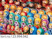 Купить «Матрешки на прилавке», эксклюзивное фото № 23994042, снято 7 октября 2016 г. (c) Александр Щепин / Фотобанк Лори