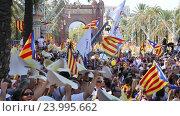 Купить «festive parade on day of Catalonia», видеоролик № 23995662, снято 11 сентября 2016 г. (c) Яков Филимонов / Фотобанк Лори