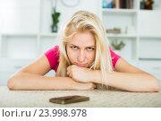 Купить «Portrait of young sad girl waiting for call», фото № 23998978, снято 18 июля 2019 г. (c) Яков Филимонов / Фотобанк Лори