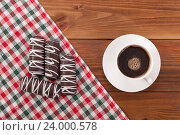 Чашка кофе и сладости на столе. Стоковое фото, фотограф Владимир Семенчук / Фотобанк Лори
