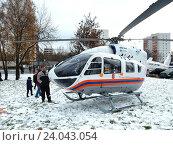 Купить «Вертолёт МЧС приземлился около жилых домов на Щелковском шоссе для эвакуации пострадавших в аварии», эксклюзивное фото № 24043054, снято 1 ноября 2016 г. (c) lana1501 / Фотобанк Лори