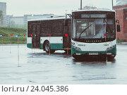 Фигурное вождение автобуса особо большой вместимости (2015 год). Редакционное фото, фотограф Евгений Рудницкий / Фотобанк Лори