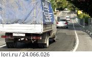 Купить «Автомобили едут по улице маленького южного города», видеоролик № 24066026, снято 4 сентября 2016 г. (c) Александр Замараев / Фотобанк Лори