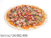 Пицца с салями и огурцом. Стоковое фото, фотограф Кривцов Алексей / Фотобанк Лори