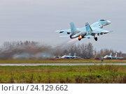 Купить «Тяжёлый истребитель Су-27 ВВС России», эксклюзивное фото № 24129662, снято 10 октября 2016 г. (c) Александр Тарасенков / Фотобанк Лори