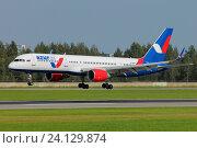 "Boeing 757-200 авиакомпании ""Azur Air"" (2016 год). Редакционное фото, фотограф Александр Тарасенков / Фотобанк Лори"