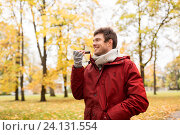 Купить «man recording voice on smartphone at autumn park», фото № 24131554, снято 9 октября 2016 г. (c) Syda Productions / Фотобанк Лори