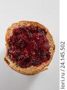 Купить «Хлеб с вареньем из черной смородины», фото № 24145502, снято 24 января 2016 г. (c) AlphaBravo / Фотобанк Лори